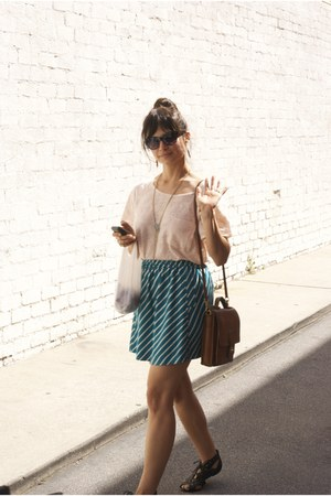 vintage Coach bag - Forever21 skirt - Forever21 t-shirt - Joie sandals