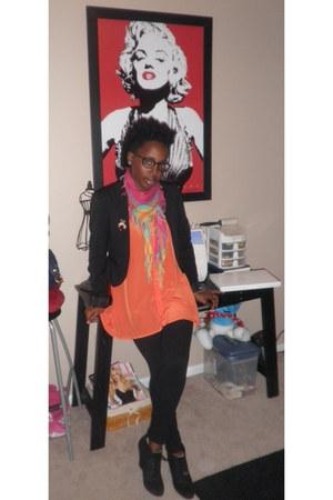 carrot orange Fun & Flirt shirt - black Dolce Vita shoes - black leggings
