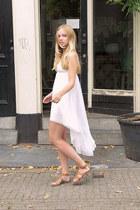 white GINA TRICOT dress - brown River Island sandals