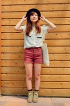 hat hat - boots boots - Bag bag - High waisted shorts shorts - Blouse blouse