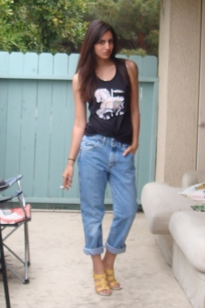 thrifted from wasteland t-shirt - Wrangler jeans - Nine West shoes