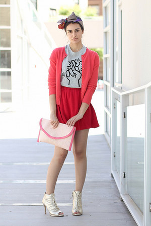 heather gray Uniqlo t-shirt - bubble gum H&M bag - red cooperation skirt