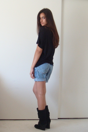 Express t-shirt - DIY wranglers shorts - Dr Scholls boots