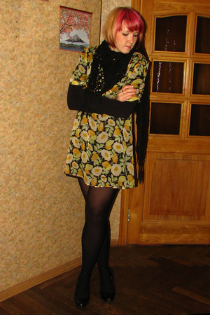 H&M scarf - Kate Moss for Topshop dress - Caldezonia tights - H&M top - Primark
