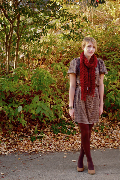 Brown-dress-brown-tights-beige-shoes-red-scarf_400