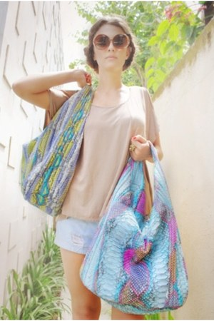 batwing chic simple shirt - python skin Bug-a-Bag bag