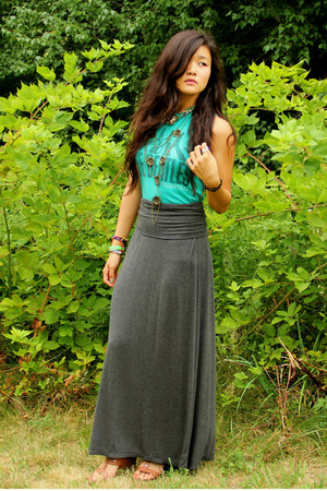 charcoal gray Max Studio skirt - turquoise blue Junk Food t-shirt