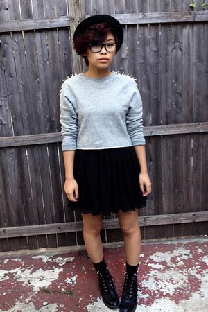 heather gray crewneck H&M sweatshirt - black vintage boots - black H&M hat