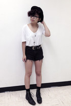 black vintage boots - black H&M hat - black high waisted vintage shorts