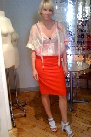 Valentino skirt - Chloe shirt - Elle MacPherson bra - Givenchy shoes