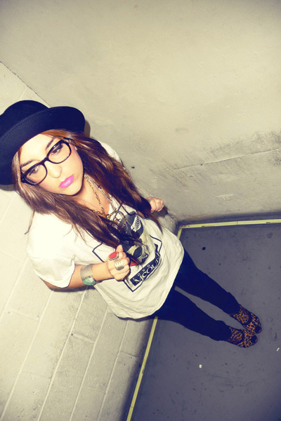 black Urban Outfitters hat - white Hellz Bellz t-shirt