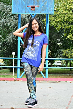 navy Bazaar leggings - blue Vestebene shirt - black Vans sneakers