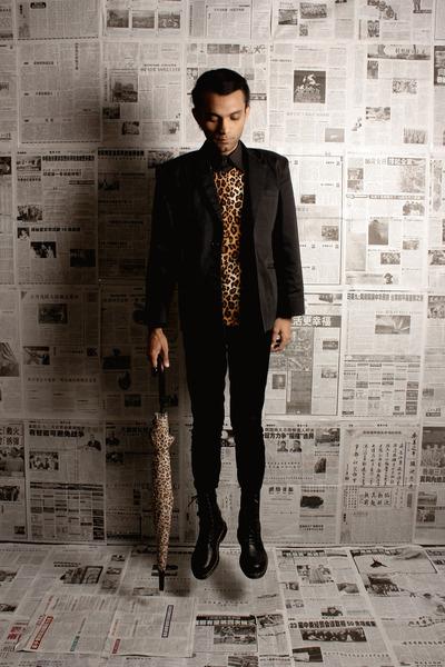 dark brown leopard unbranded t-shirt - black leather Dr Martens boots