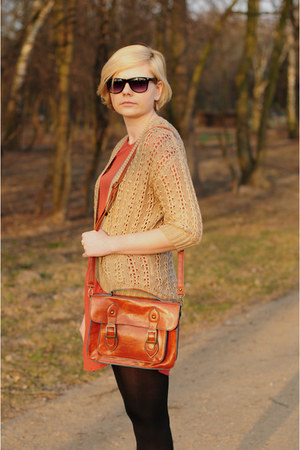 tawny New Yorker bag - mustard H&M cardigan