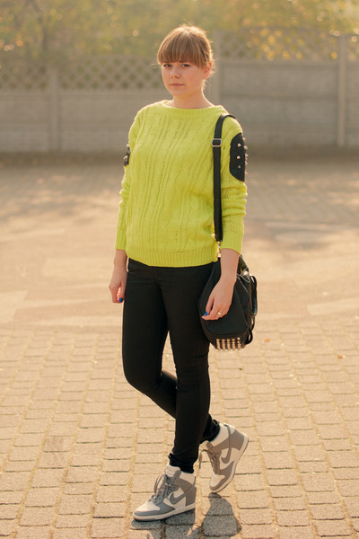 chartreuse ROYAL MNT sweatshirt - black H&M pants - silver nike sneakers