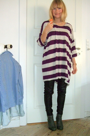 purple Monki blouse - gray gardenia boots - black leather Saint Tropez leggings