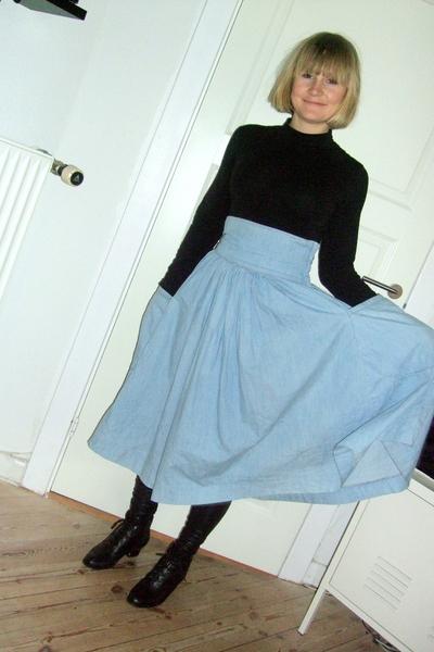 blue H&M trned skirt - black lace up bootie vintage boots - black leggings