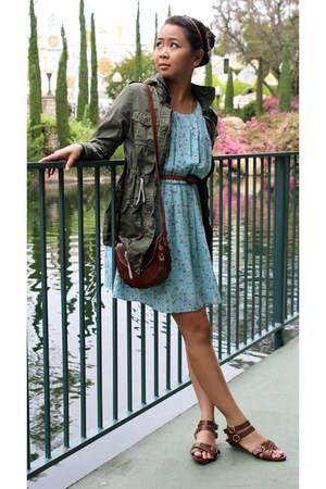 dark brown Nine West bag - light blue love tree dress