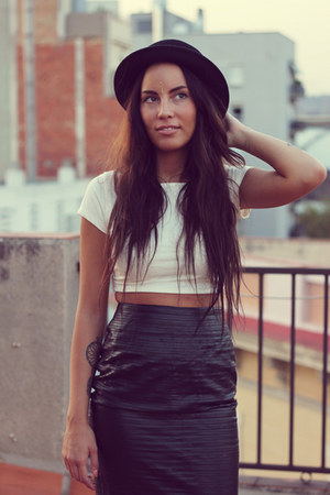 leather skirt seconhand skirt - black hat H&M hat