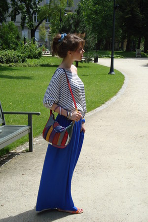 red vintage bag - white H&M t-shirt - blue palazzo Zara pants