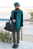 green furry jacket chicnova jacket - black striped beanie Jucca hat