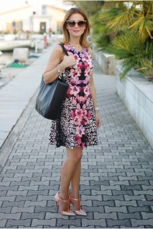 black orchid print H&M dress - black Barmat bag