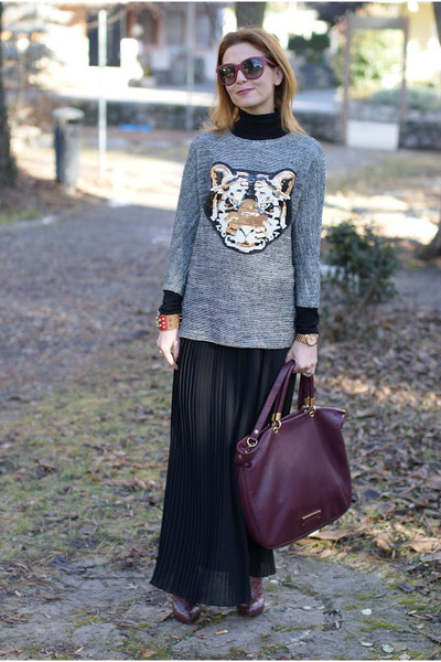 black tiger head pull&bear sweater - crimson Marc by Marc Jacobs bag