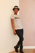 boots - jeans - t-shirt