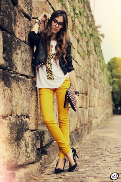 white Amarena t-shirt - black romwe bag - mustard romwe pants