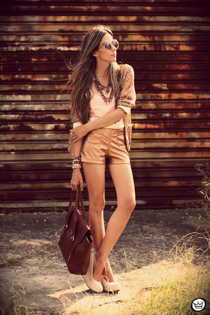 tan spikes Kaf Acessrios bracelet - bronze metallic Morena Raiz shorts