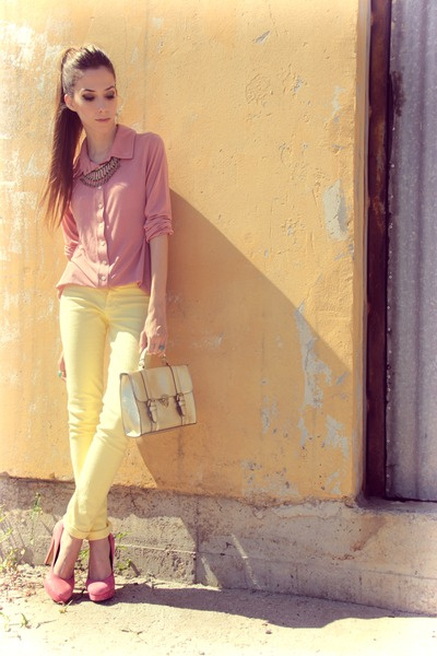 pink Makenji shirt - gold Gabriela Faraco necklace