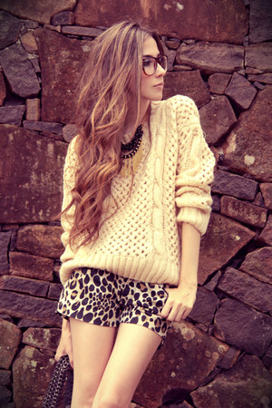 light yellow YESI jumper - black Espao 1098 shorts