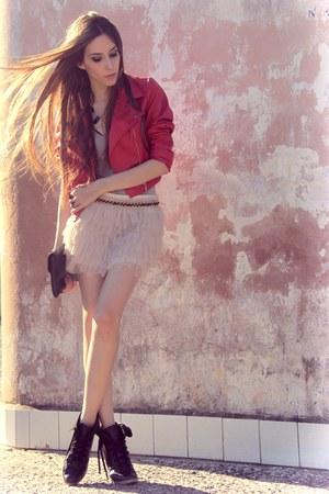 red Modaki jacket - black Ellus boots - neutral Brech da Neide skirt