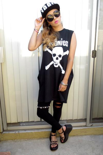 diy muscle tee Walmart t-shirt - DDs leggings - platforms thrifted sandals