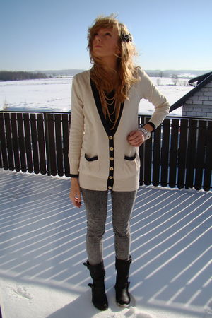 beige secon hand cardigan