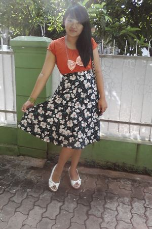 orange t-shirt - black skirt - orange necklace - white shoes