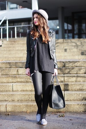 black VJ-style bag - silver Jeffrey Campbell flats