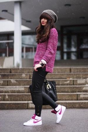 maroon Zara sweater - white nike shoes - black Prada bag - black Oasis pants