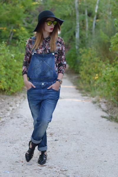 blue pull&bear jeans - black BLANCO hat - crimson BLANCO shirt