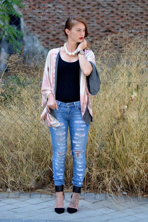 black Zara shoes - blue Bershka jeans - beige Zara cardigan