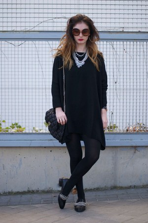 black H&M jumper - Zara shoes