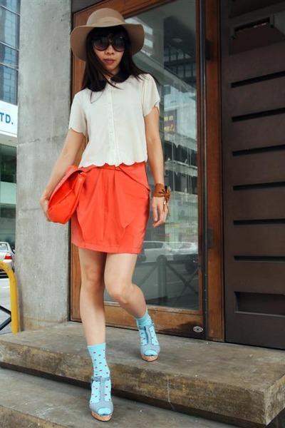 beige Monki hat - carrot orange H&M bag - aquamarine H&M socks - eggshell Topsho