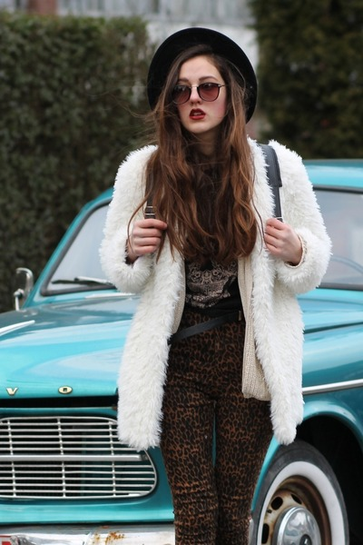 furry Chicwish coat - The Editors Market pants - beige AX Paris cardigan