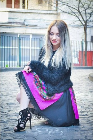 purple skirt - black sweater - black sandals