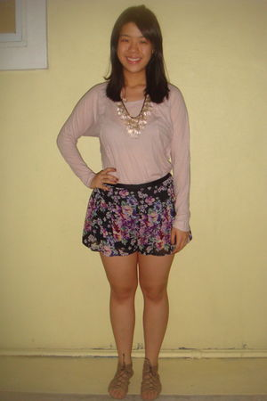 pink Zara top - black Topshop shorts - beige tiangge shoes - gold Forever 21 acc