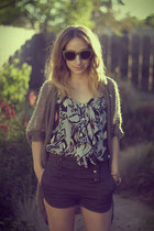 heather gray H&M cardigan - navy BDG shorts - olive green aj morgan sunglasses