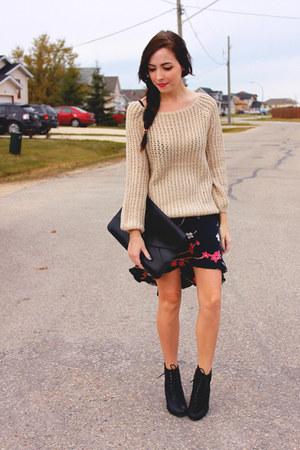eggshell romwe sweater - black romwe bag - black thrifted skirt