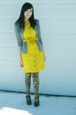 gold Bebe dress - gray H&M tights