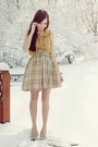 Tan-flattery-skirt-mustard-romwe-top-beige-poor-sparrow-necklace
