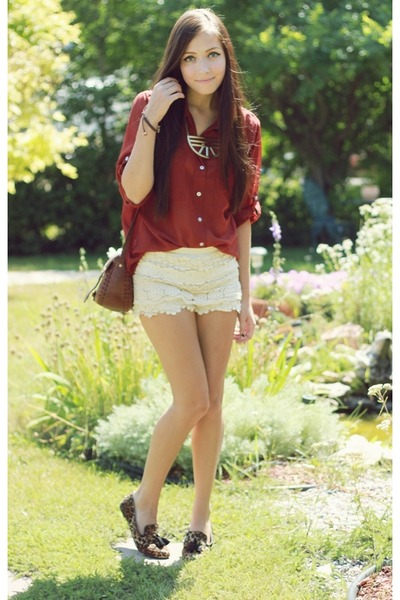 ivory Chicwish shorts - dark brown LuLus loafers - gold LuLus necklace